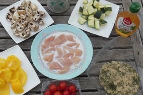 brochettes de poulet et tous les légumes