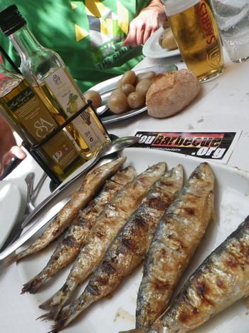 Sardinha portuguesa de lisboa you - Sardine grillee au barbecue ...