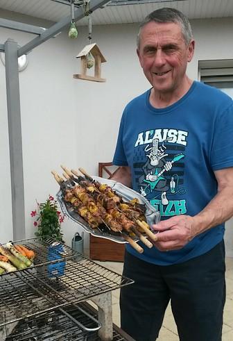 Guy et ses brochettes d'ananas