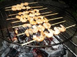 Brochettes de crevettes sur piques en bois