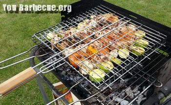 brochettes de poulet saison d'été sur grille