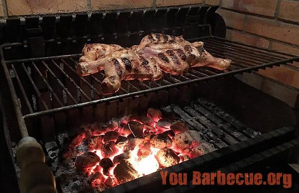 cuisses-de-poulet-barbecue-en-cuisson