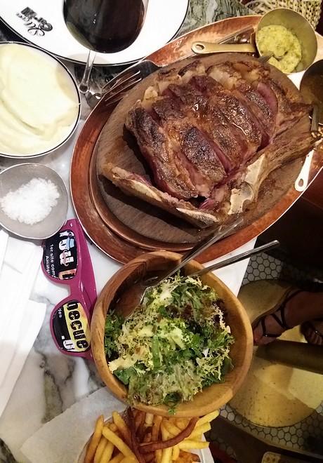 présentation de table clover grill