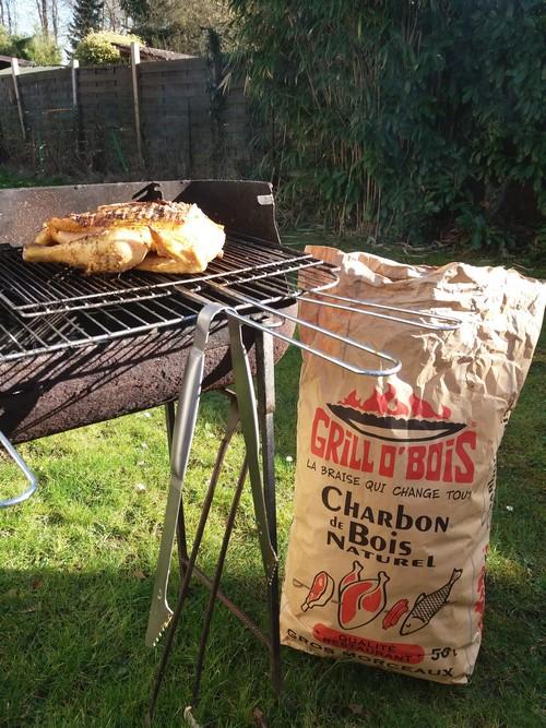 poulet en cuisson au charbon de bois Grill O' Bois