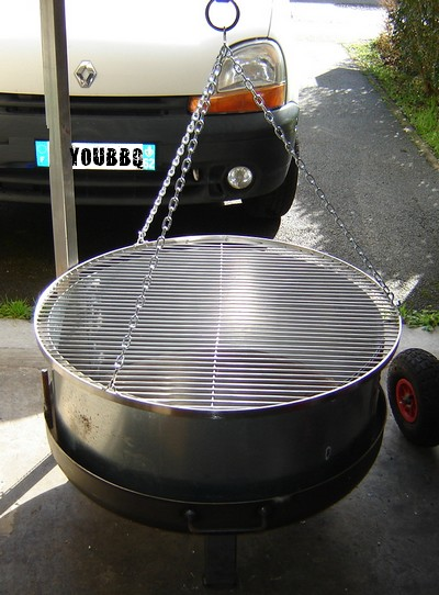 brasero barbecue grille suspendue