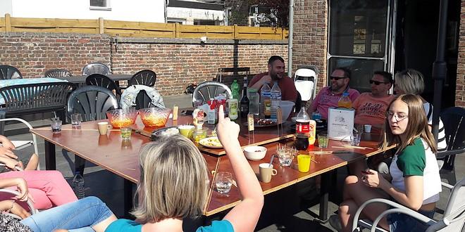 table jardin barbecue intégré
