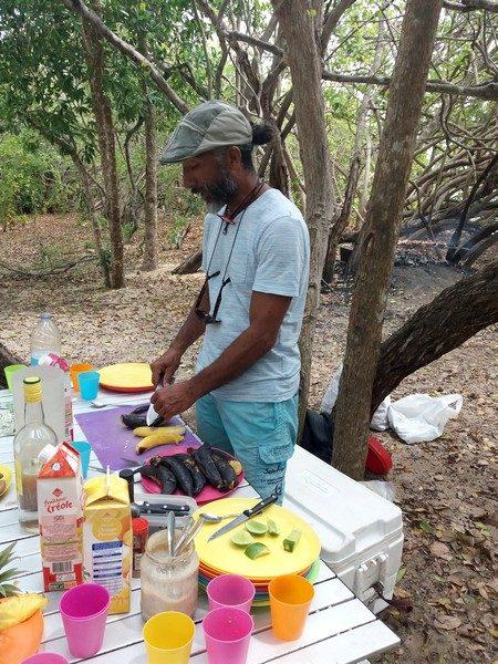 préparation des bananes par Guy
