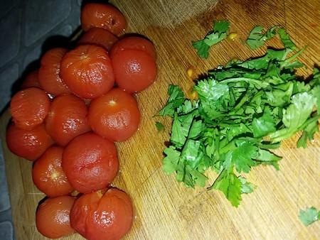 tomates mondées et coriandre fraiche