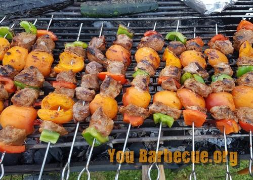 brochette de canard au pesto abricots fin de cuisson