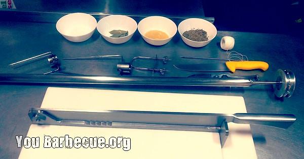 matériel pour préparer un cochon à la broche